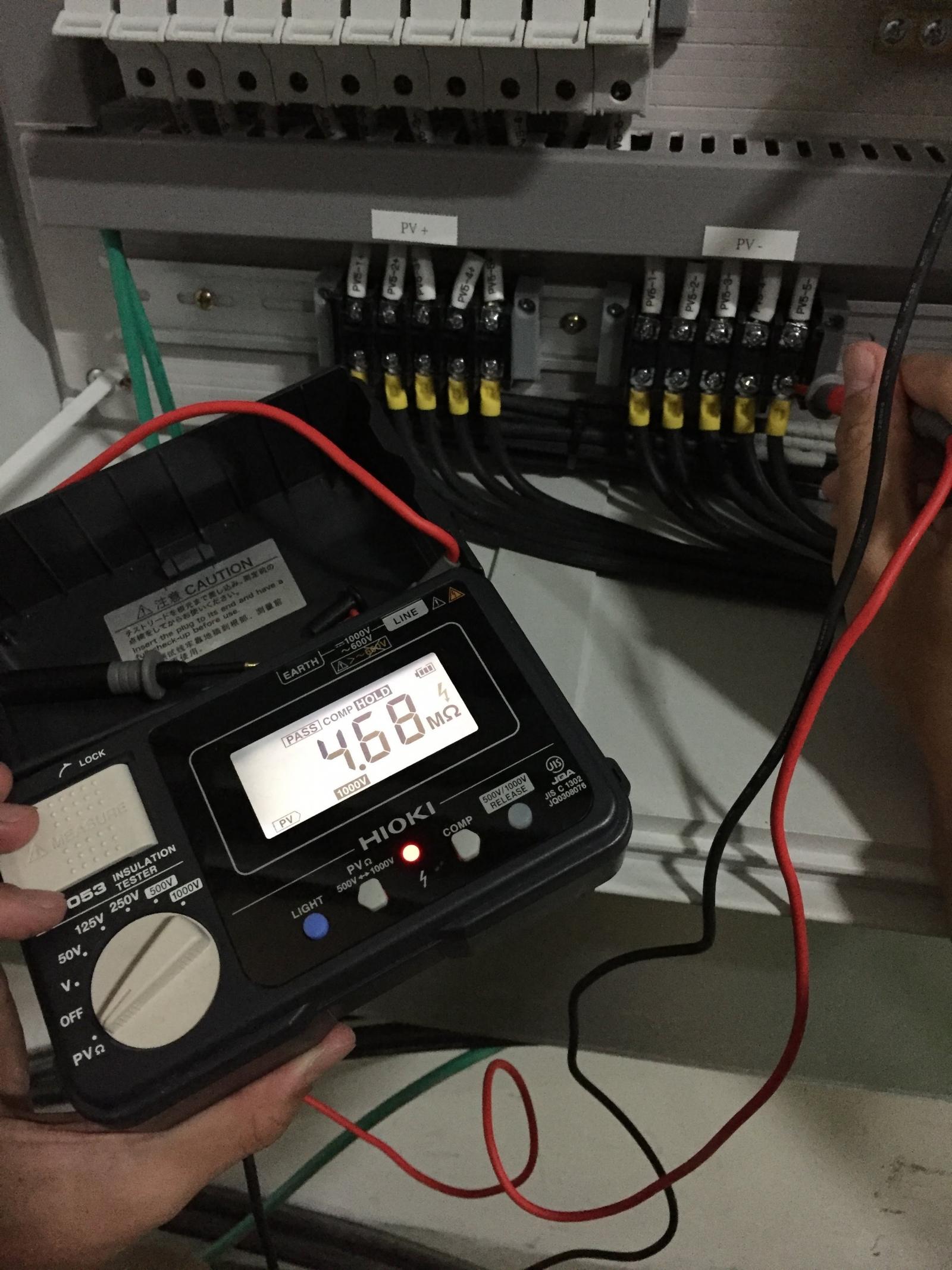 使用專業儀器進行絕緣阻抗測試