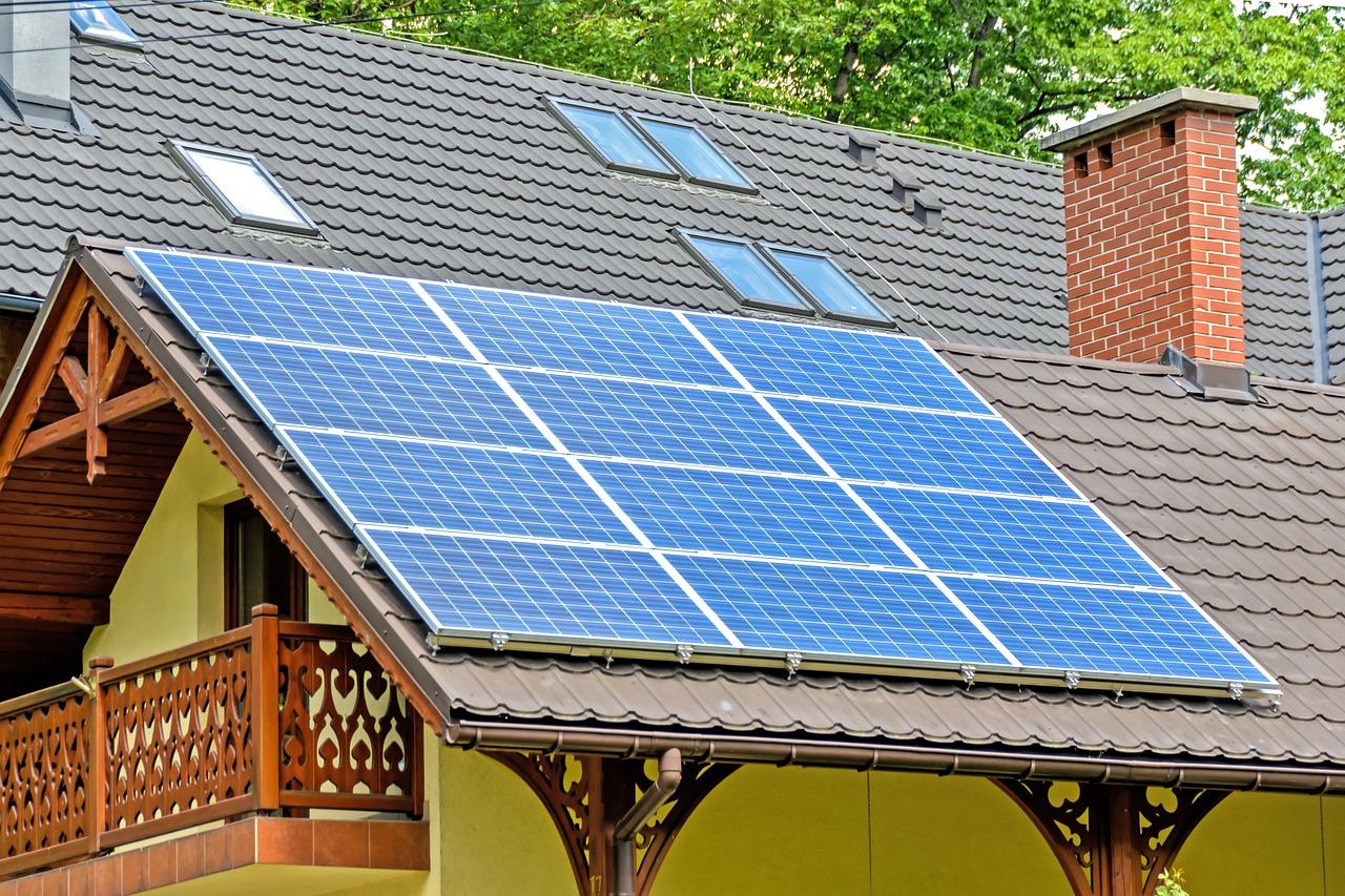 台灣目前多為併聯型太陽光電系統。
